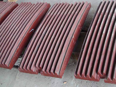 Jaw crusher movable plate